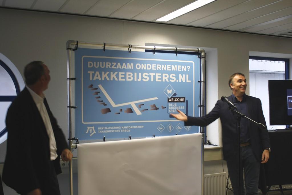Initiatiefnemer Aert van der Goes opent samen met wethouder Cees Meeuwis het Blue Business Area.