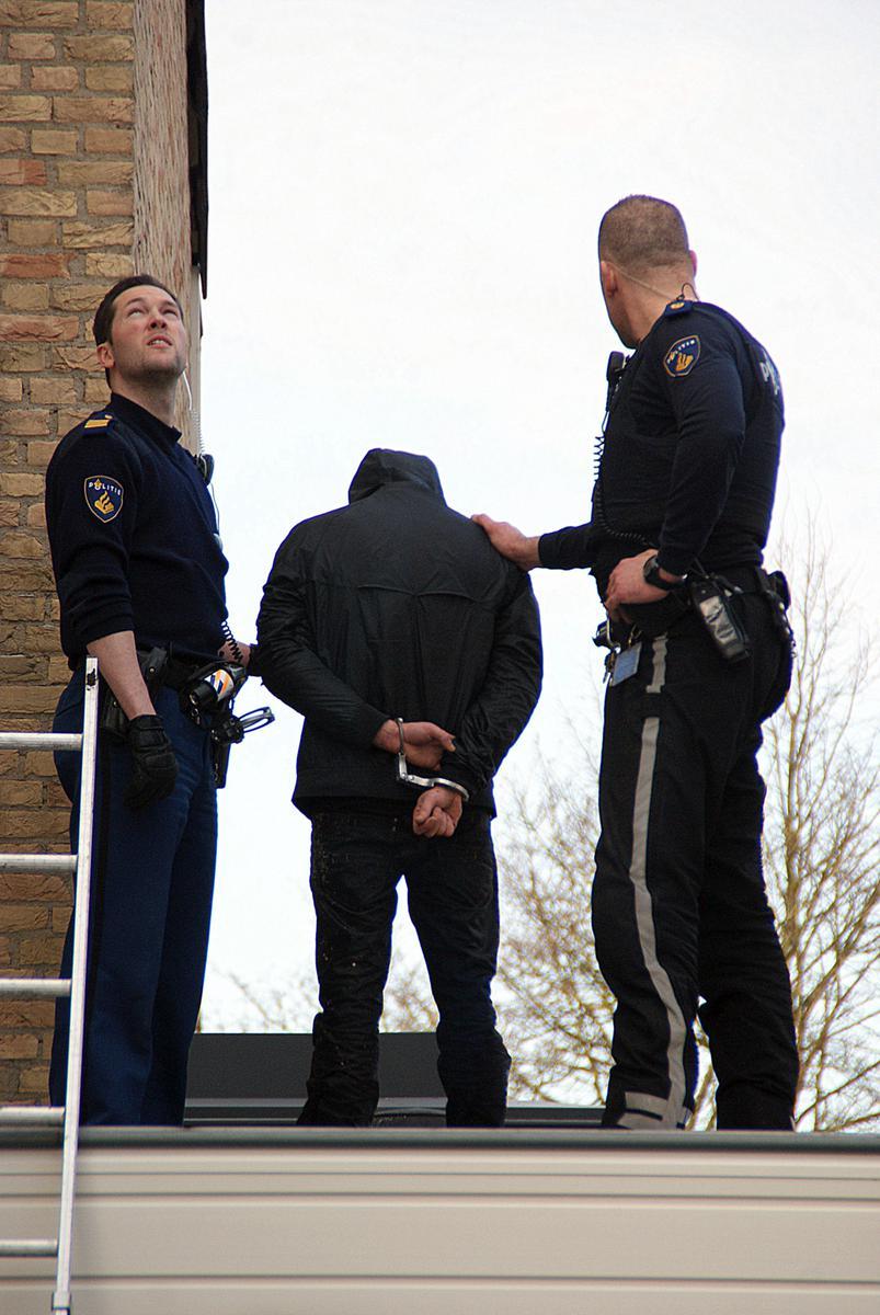 Twee inbrekers werden woensdagmiddag gearresteerd nadat een buurtbewoner de politie inseinde. foto Theo Herrings