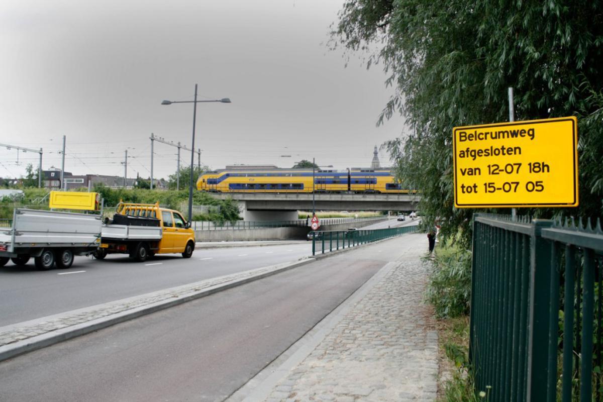 De Belcrumweg is dicht van 12 juli 2013 tm 15 julu 2013 vanwege het werk aan de Trambrug. foto Wijnand Nijs