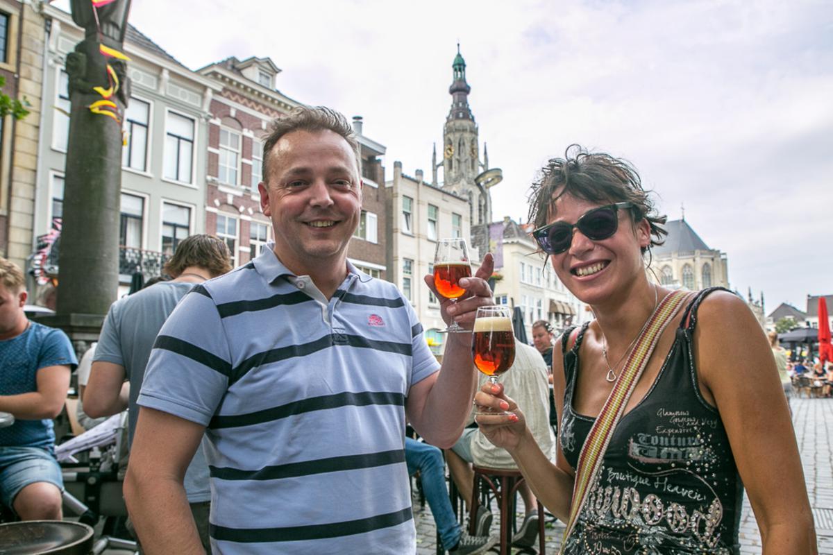 Meer dan 100 biertjes proeven in en bij kroegen op de Grote Markt.