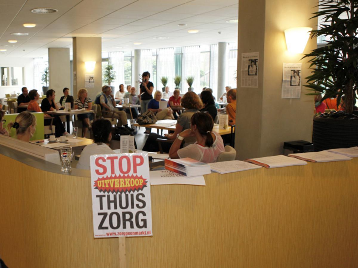 Medewerkers van de Careyn en Thebe Thuiszorggroepen verzamelden zich voor een informatiebijeenkomst foto Ilse Lukken