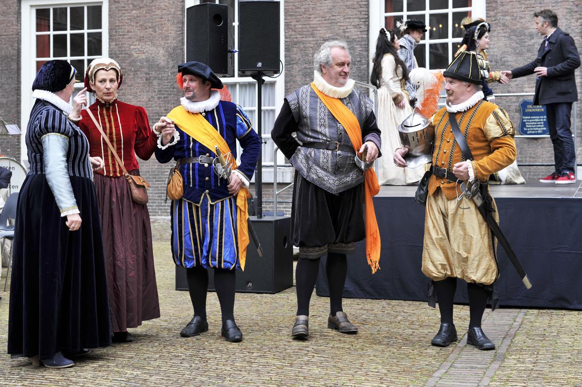 Breda Nassaustad op een regenachtige Tweede Pinksterdag. foto Janet Olde Wolbers