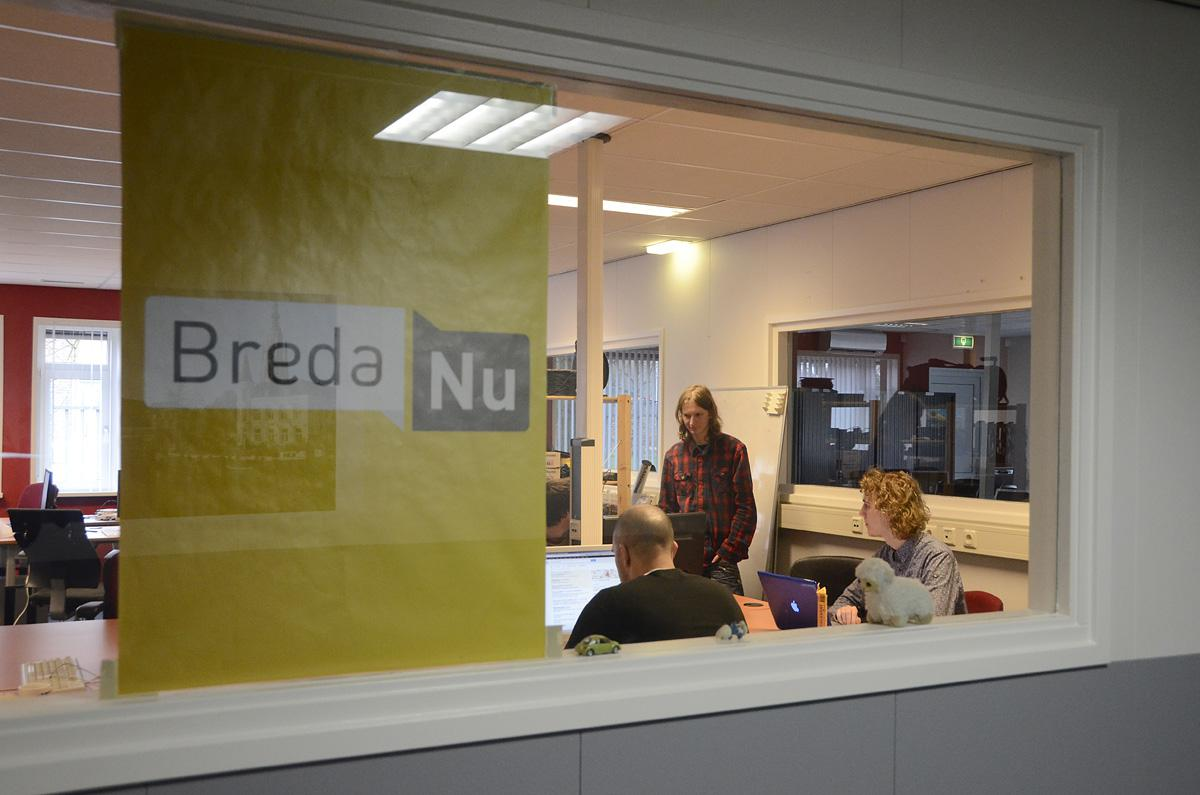 De redactie van BredaNu bij het Radius College. foto Hinke Rutten