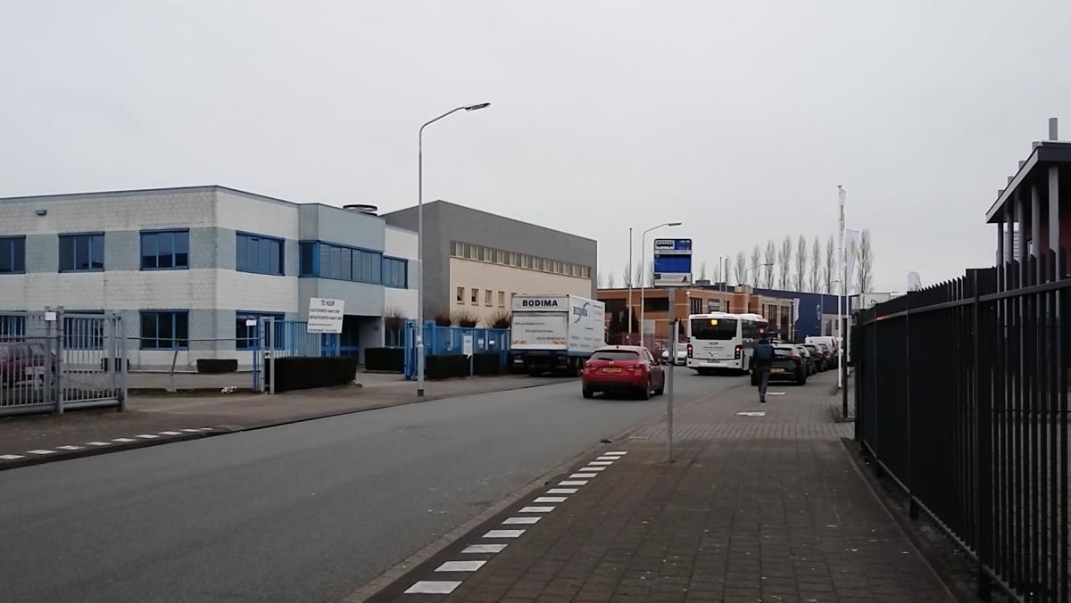 De bushalte bij het Minervum, die het dichtstbij Breepark ligt.