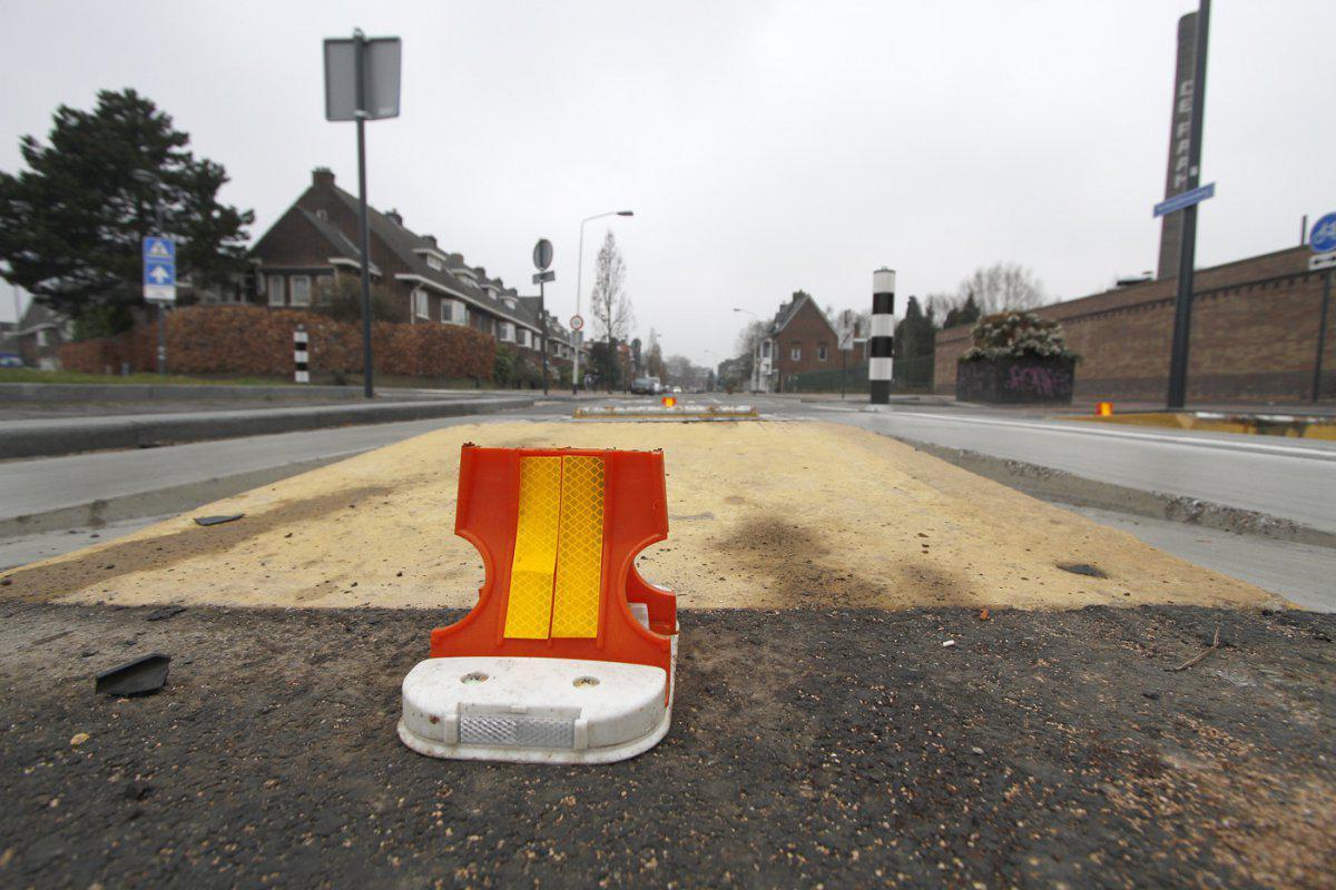 Reflectoren in bussluis Terheijdenseweg.