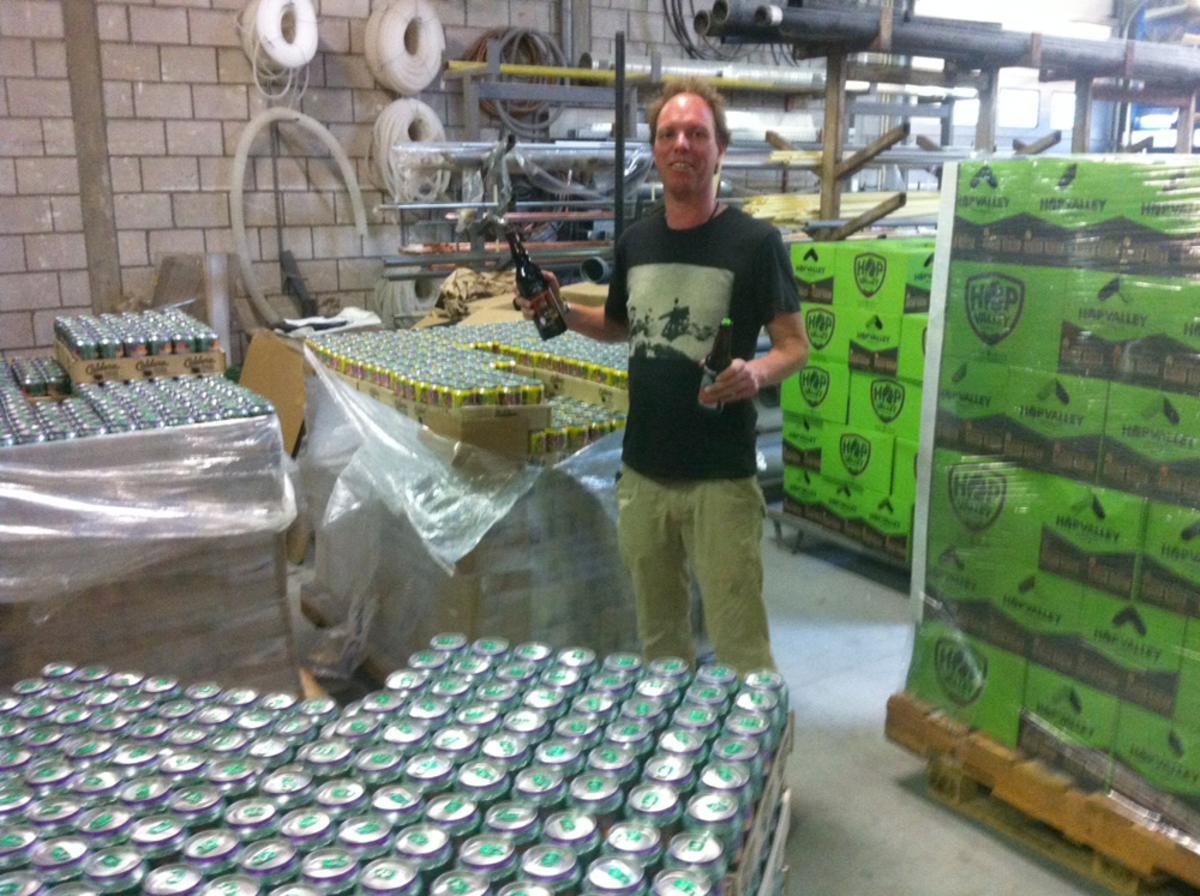 Corné Luyken importeert Amerikaans bier. Dit is de eerste lading.