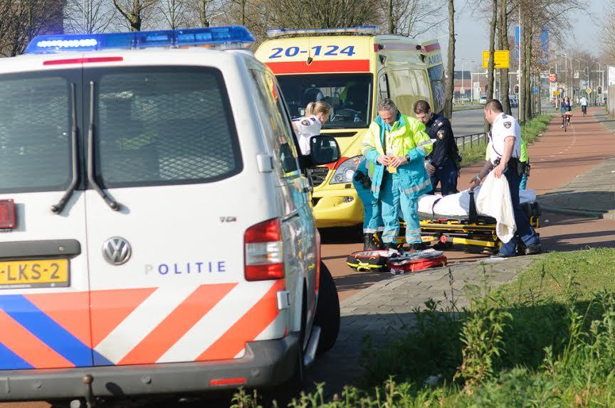 Fietsster gewond na aanrijding op de Crogtdijk. foto Tom van der Put/SQ Vision