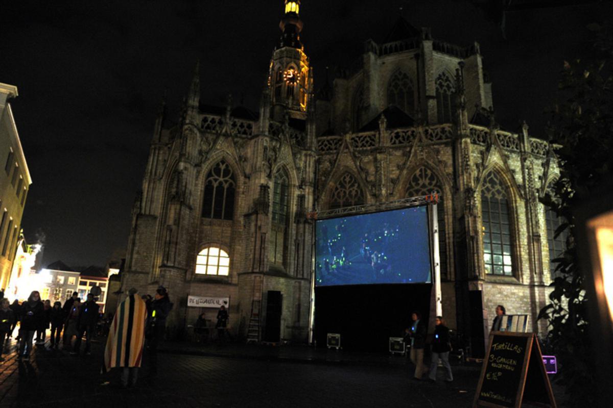 De binnenstad bruiste wederom tijdens de Cultuurnacht foto Janet Olde Wolbers