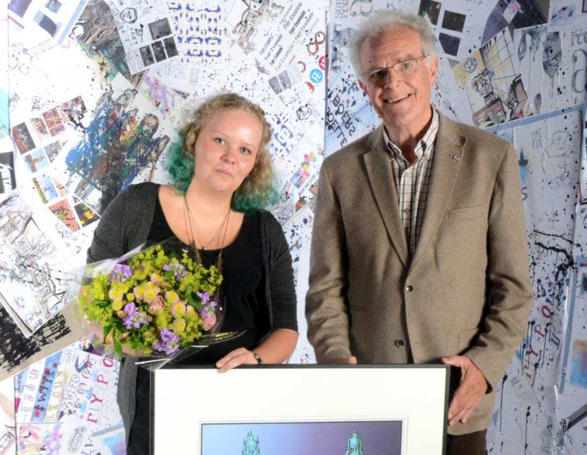 Aankomend St. Jooststudente Daisy van der Genugten ontving de Johannes Hendrik Meijerprijs. foto Peter de Vries