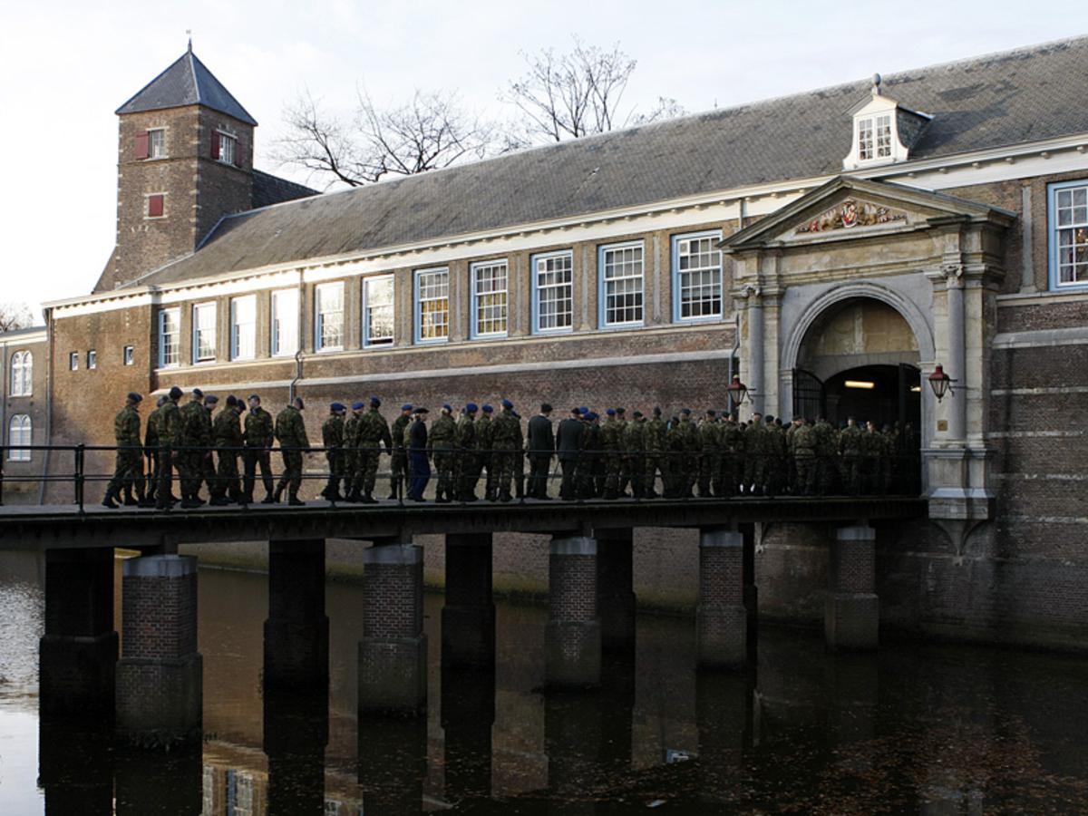 Militaire parade door Breda ter gelegenheid van Dies Natalis, de verjaardag van de KMA. foto Ilse Lukken
