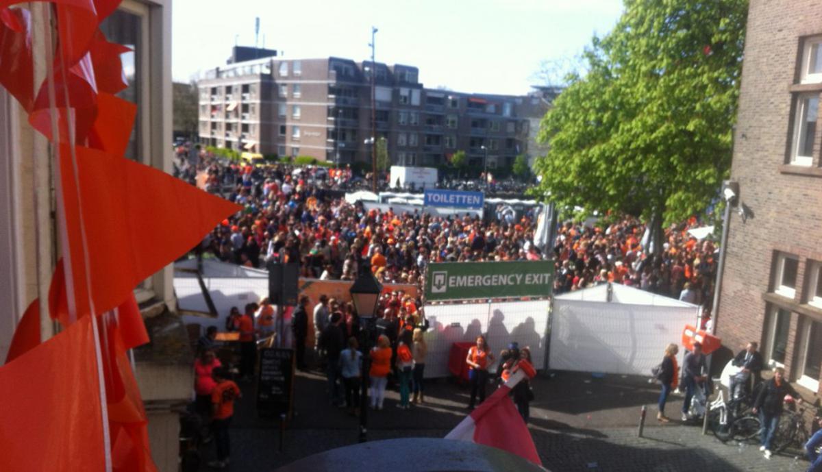 Alleen nog publiek eruit bij de Vismarktstraat. foto Tjerkovara