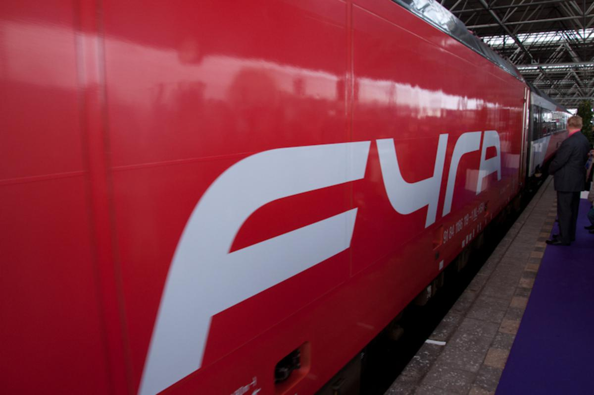 De eerste officiële rit van de Fyra vanuit Breda, zondag 3 april. foto Thaddeuz