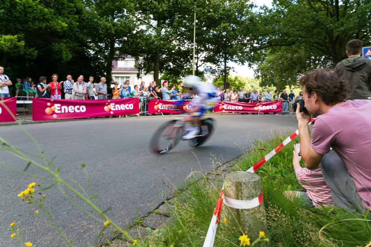 Meer dan 150 profwielrenners zoefden door Breda voor een tijdrit van bijna 10 kilometer.