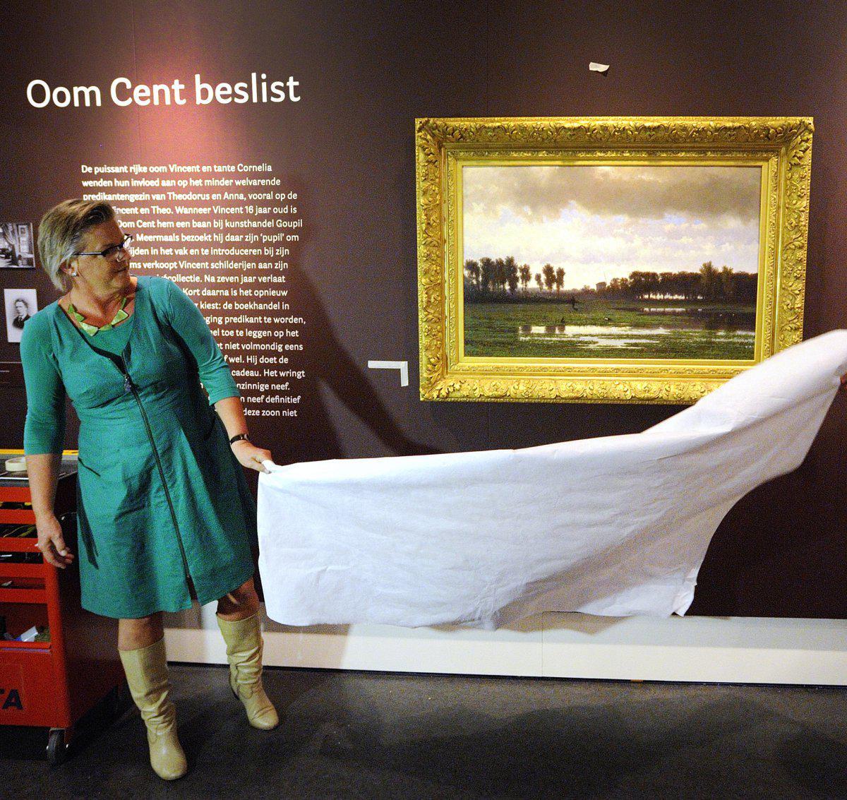 Wethouder Marianne de Bie onthuld 'Jager in Polderlandschap' in Breda's Museum.