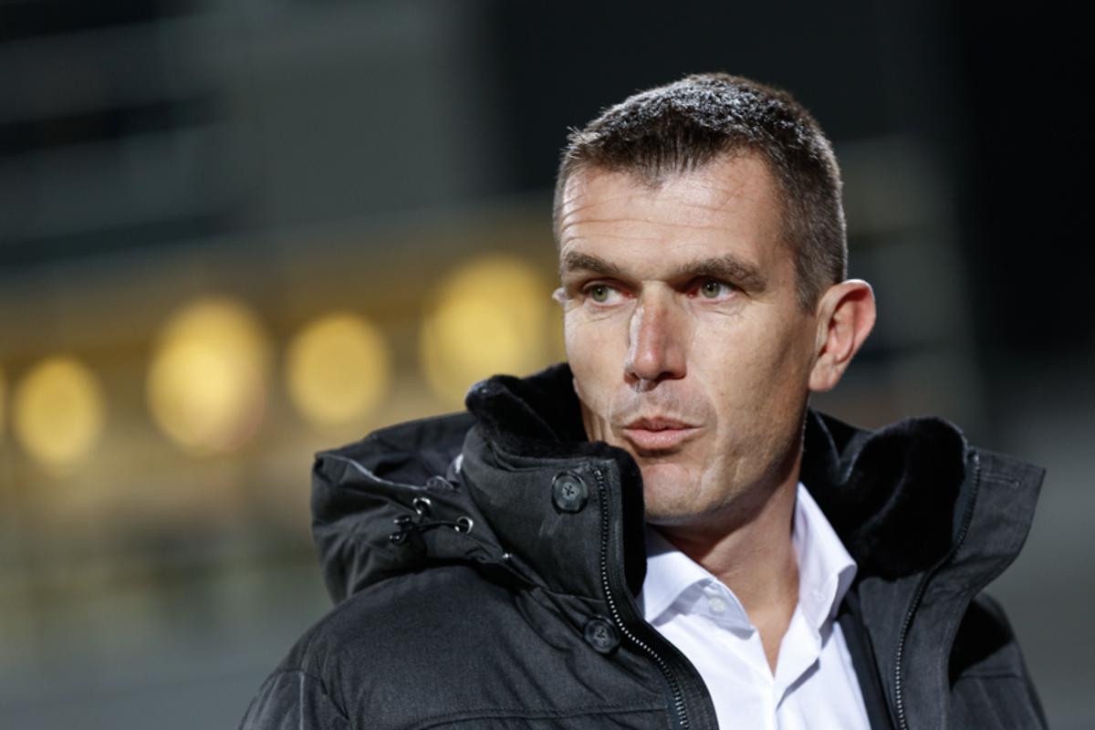 NAC wint zijn eerste wedstrijd met Marinus Dijkhuizen op de bank met 1-6 bij Oss.