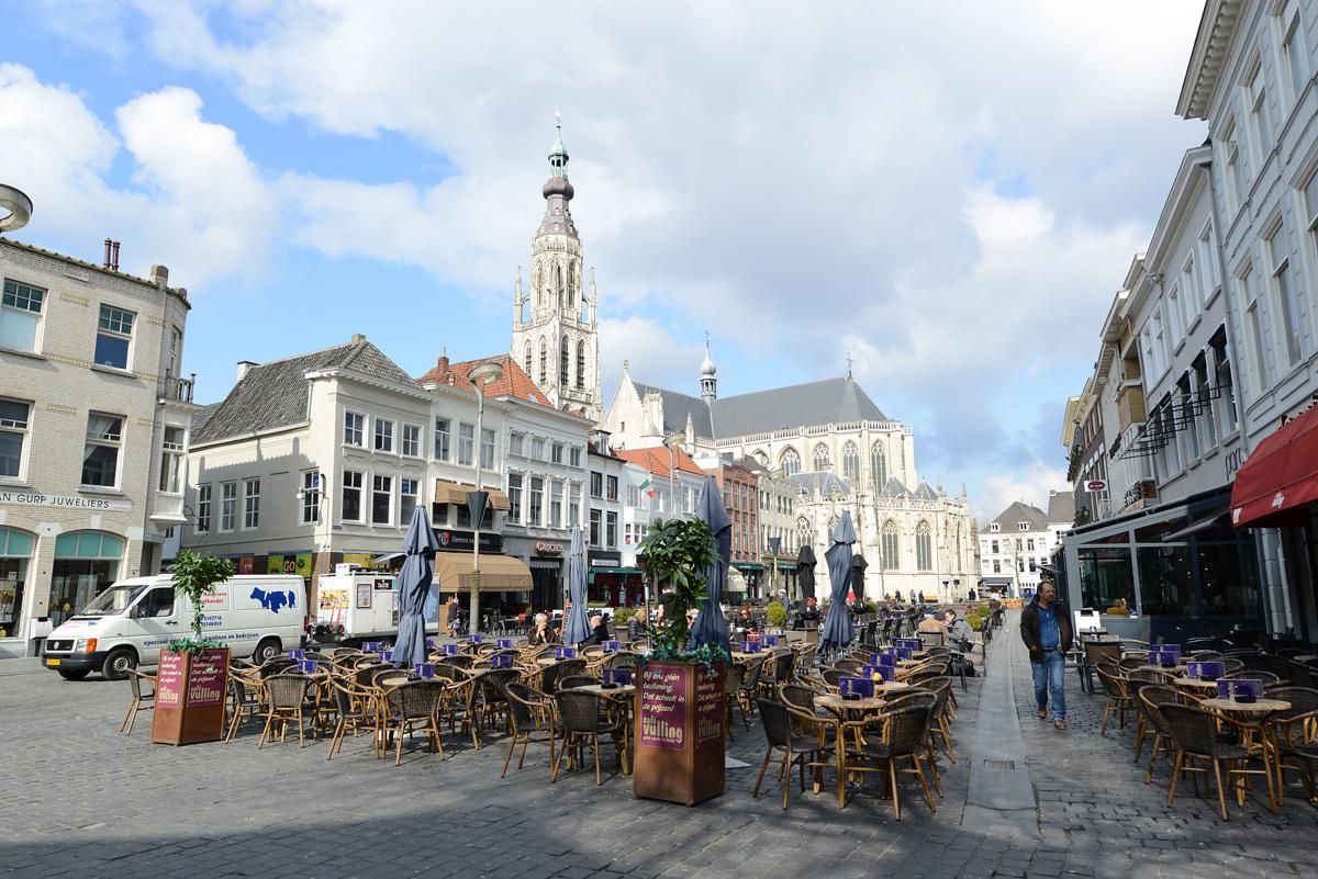 Terrassen Grote Markt. foto Hinke Rutten