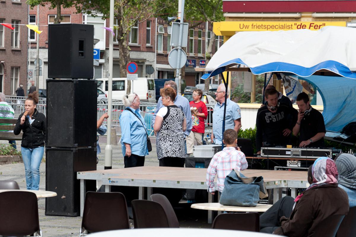 Het eerste Haagpoort Evenement. Compleet met wielerronde. foto Thaddeuz