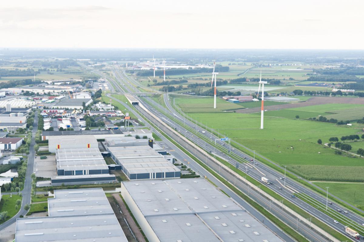 Bedrijventerrein Hazeldonk op de grens van Nederland en België. foto Guido van der Kroef