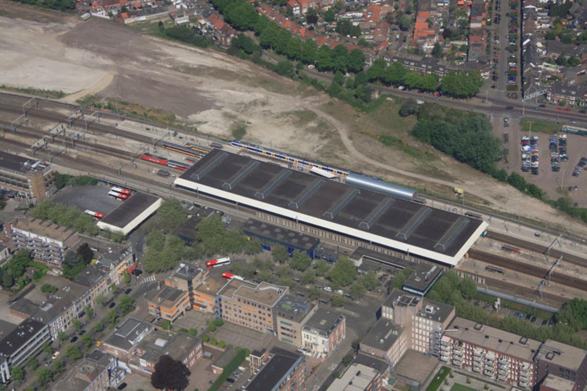 Rondvlucht op Tweede Paasdag boven Breda met Helicentre.nl.