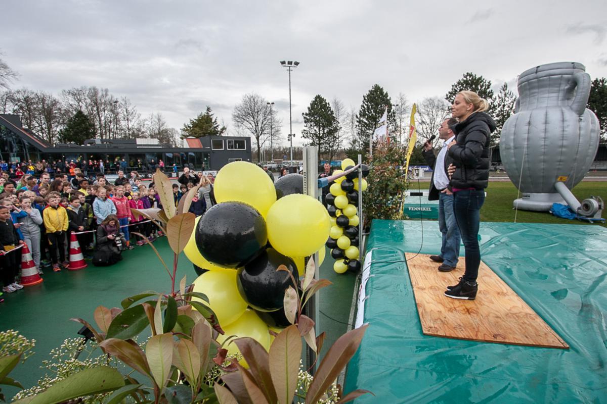 Wereldkampioene Nadine Broersen is zaterdag 22 maart gehuldigd bij Sprint. foto Jorgen Janssens