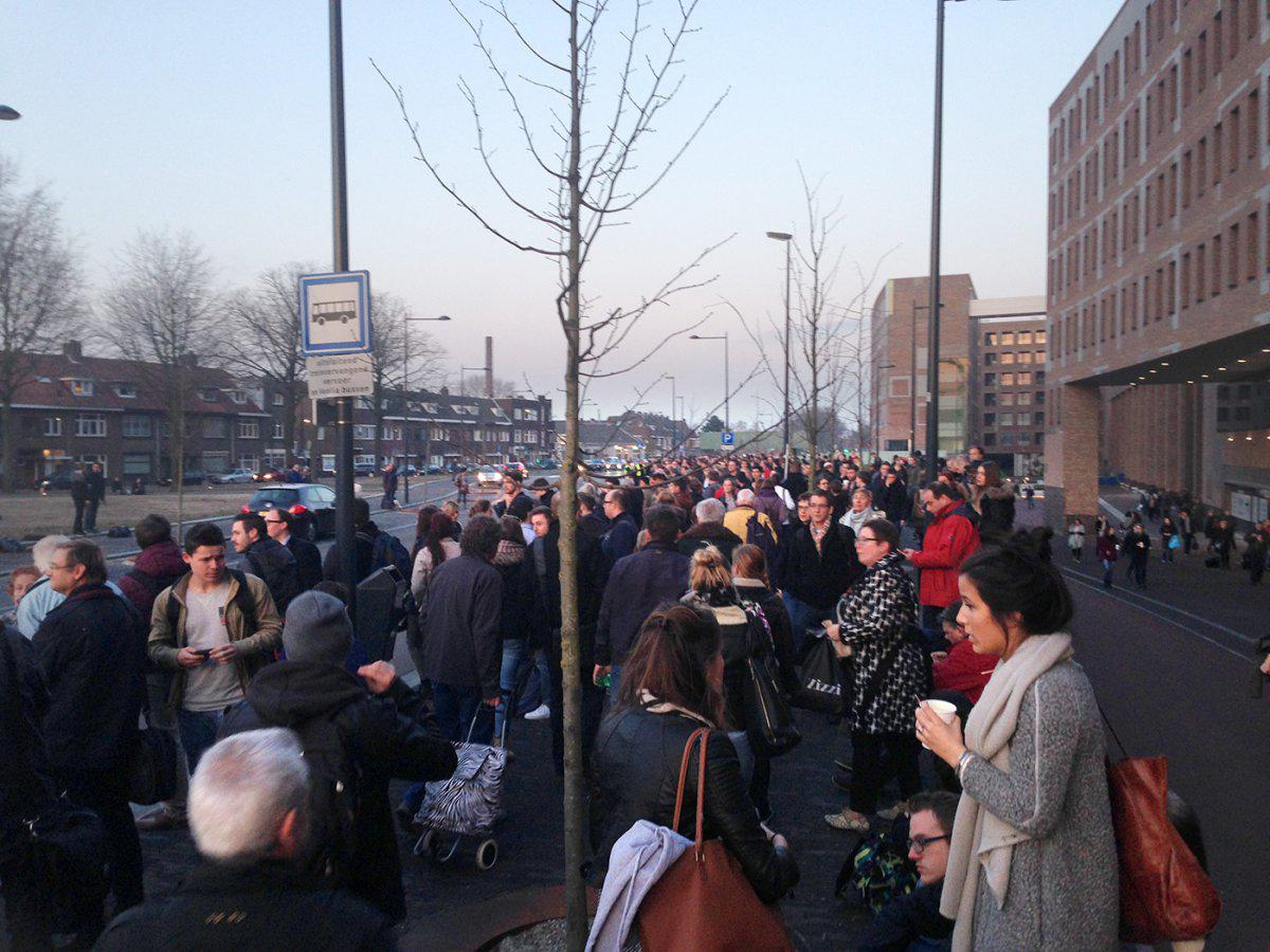 Wachtenden bij NS bussen Breda
