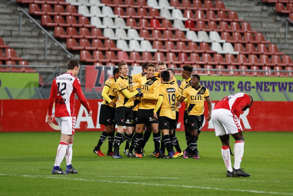 NAC speelt maandag 16 januari tegen Jong FC Utrecht inde Galgenwaard. Bij rust leidt NAC met 0-2.