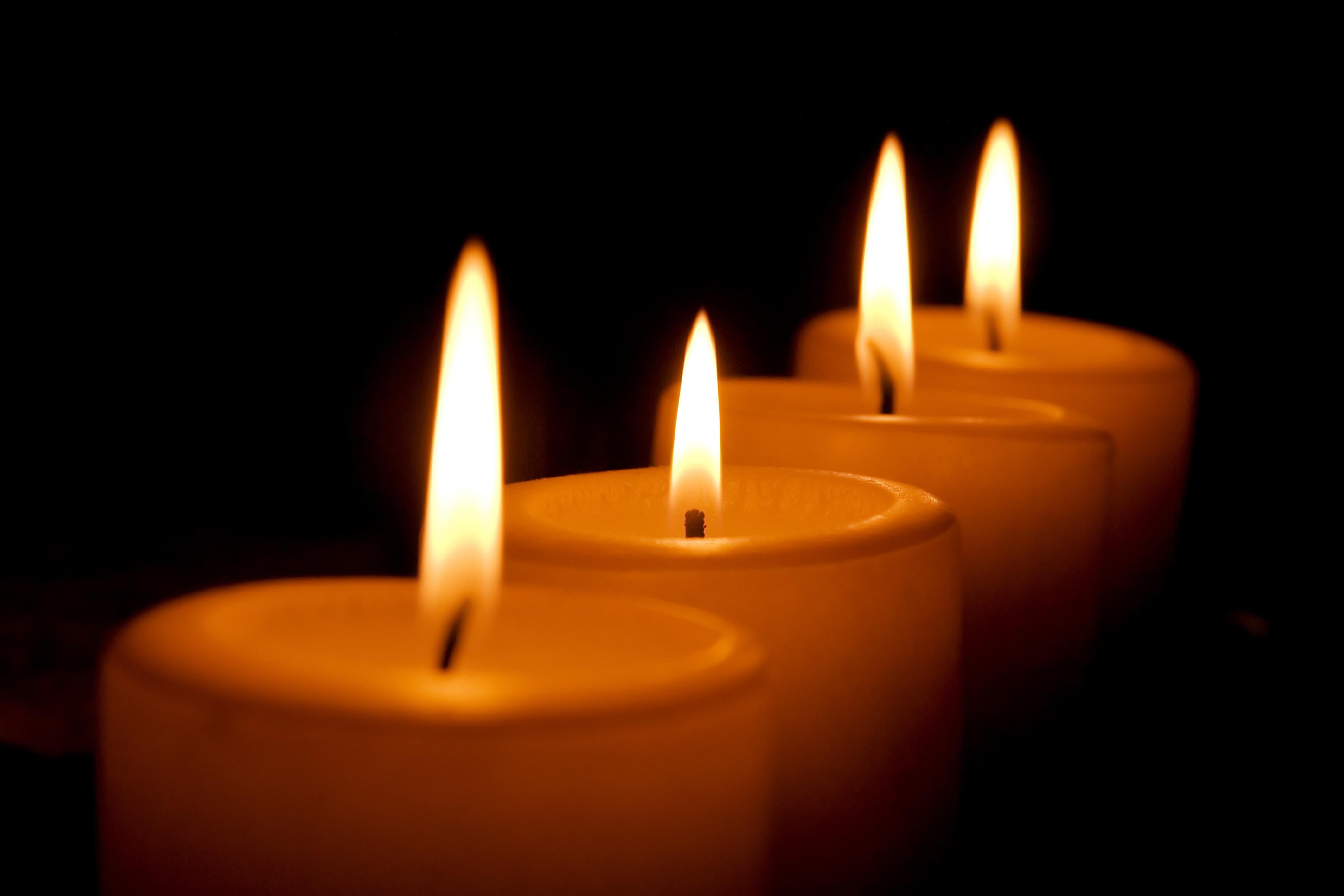 Kaarsje Branden Overleden Kind.Ouders Branden Kaarsen Voor Overleden Kinderen Zundert
