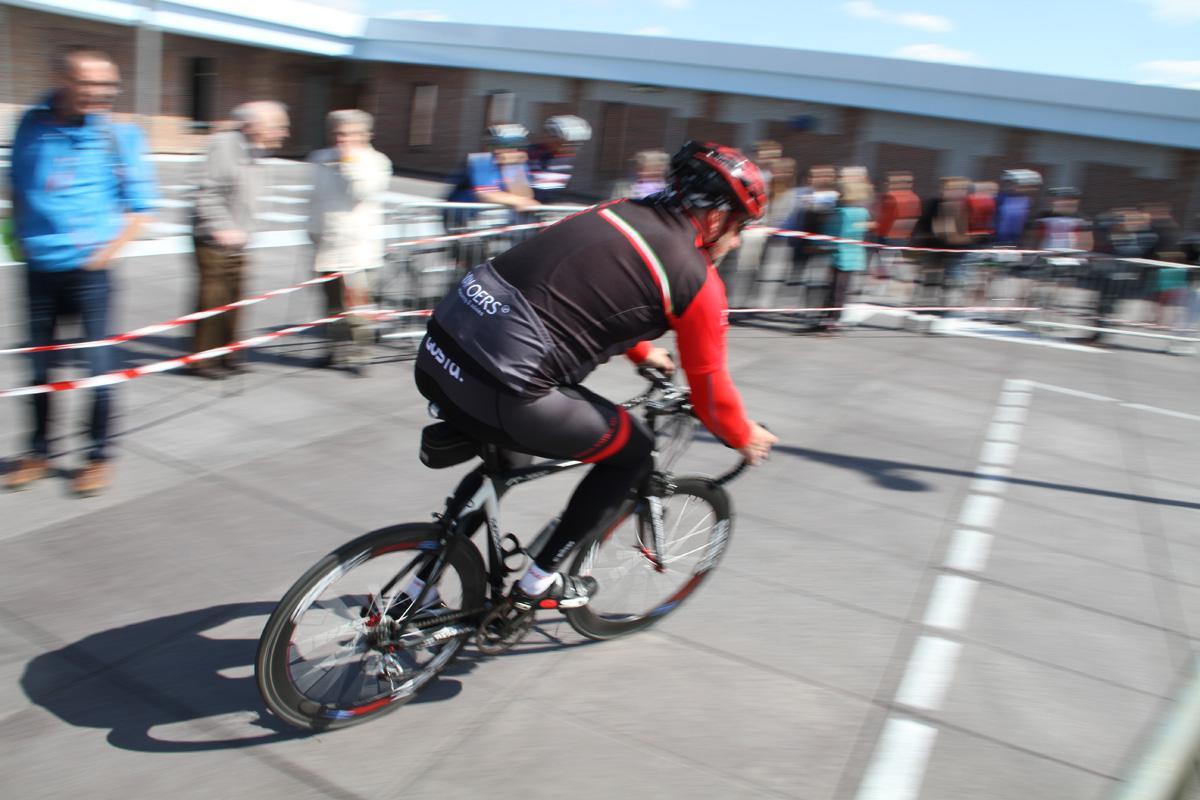 De Rouleurs uit Ulvenhout deden menig wielerhart sneller kloppen met de organisatie van een klimtijdrit op de steile helling bij Breda Centraal.