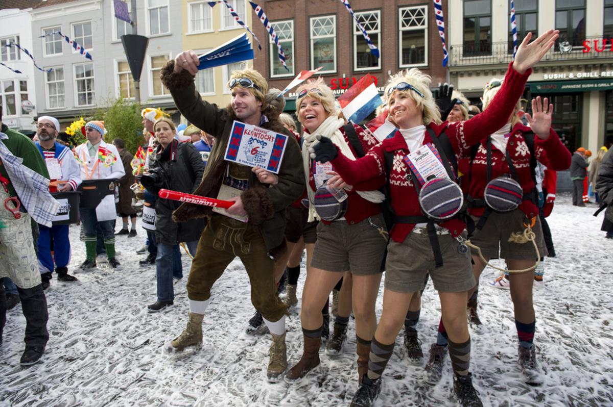 Langs 11 + 11 tot Friese steden en bezienswaardigheden omgetoverde cafés voor het Klunen in Breda. foto Janet Olde Wolbers