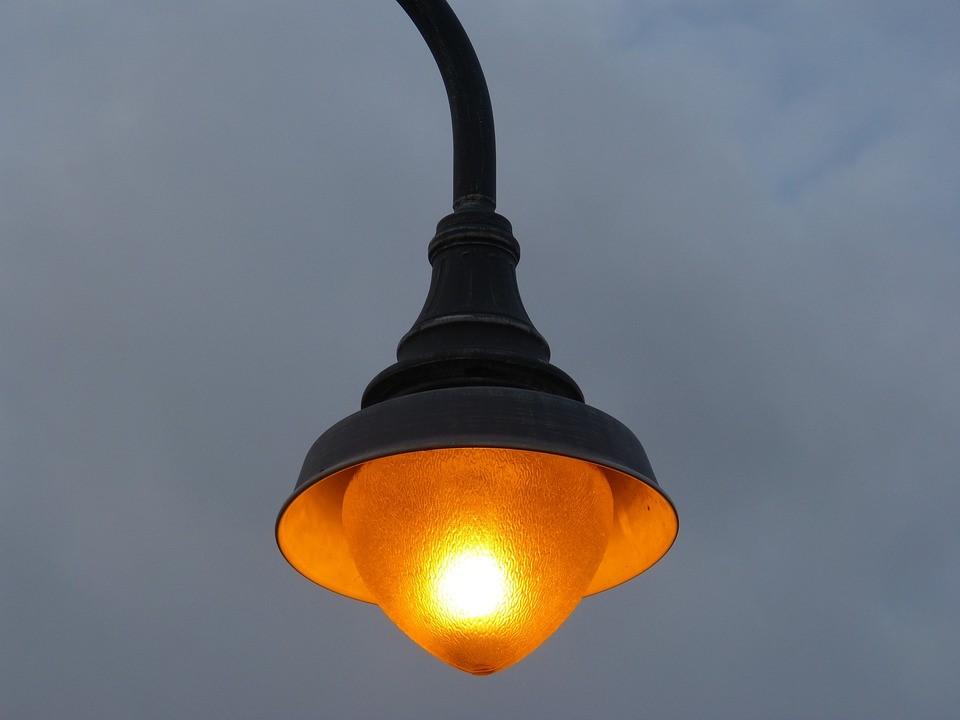 Plaatsen nieuwe verlichting op masten Boeimeerpark uitgesteld