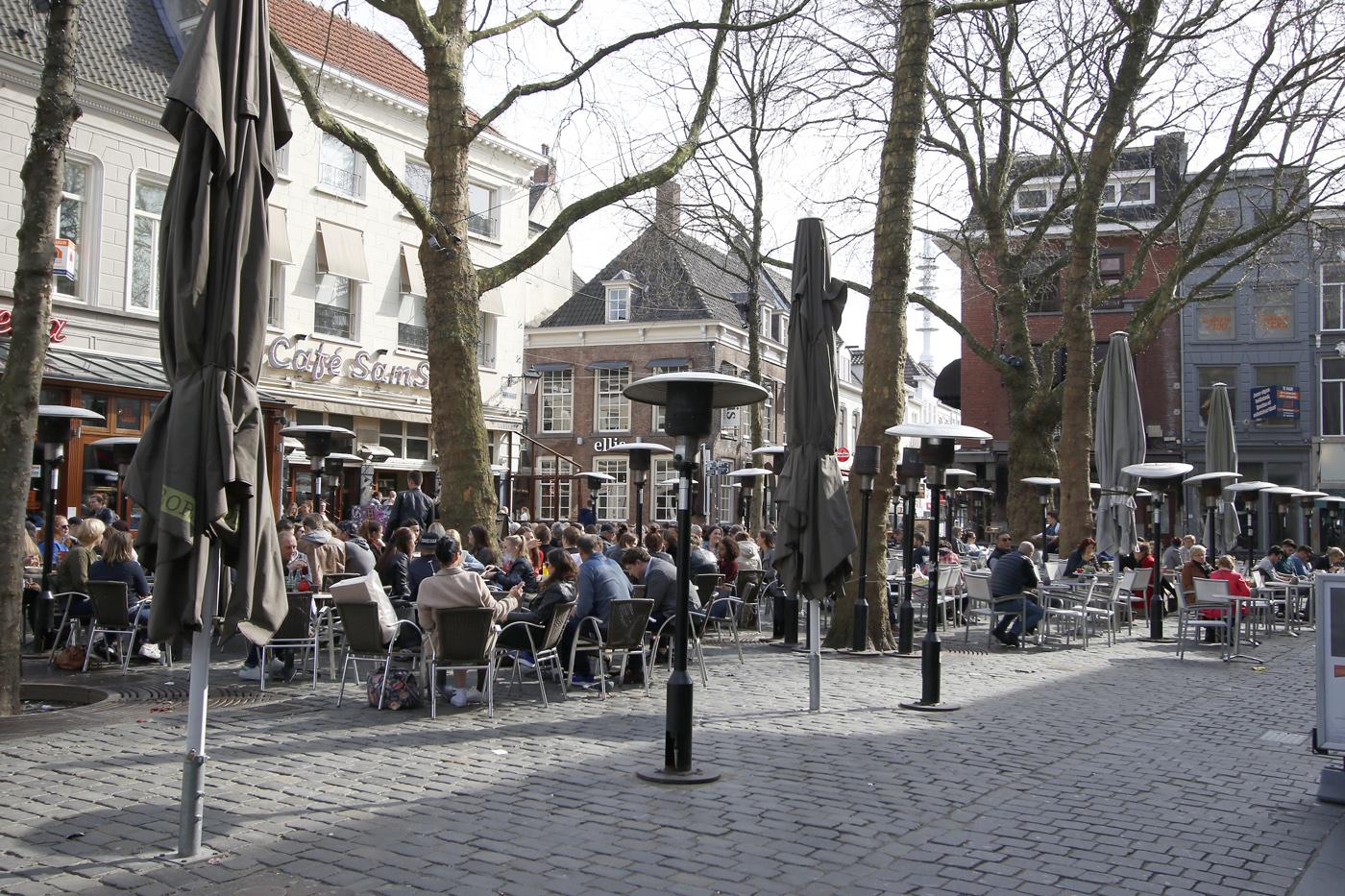 14 maart en het is tussen de middag aangenaam warm in Breda.
