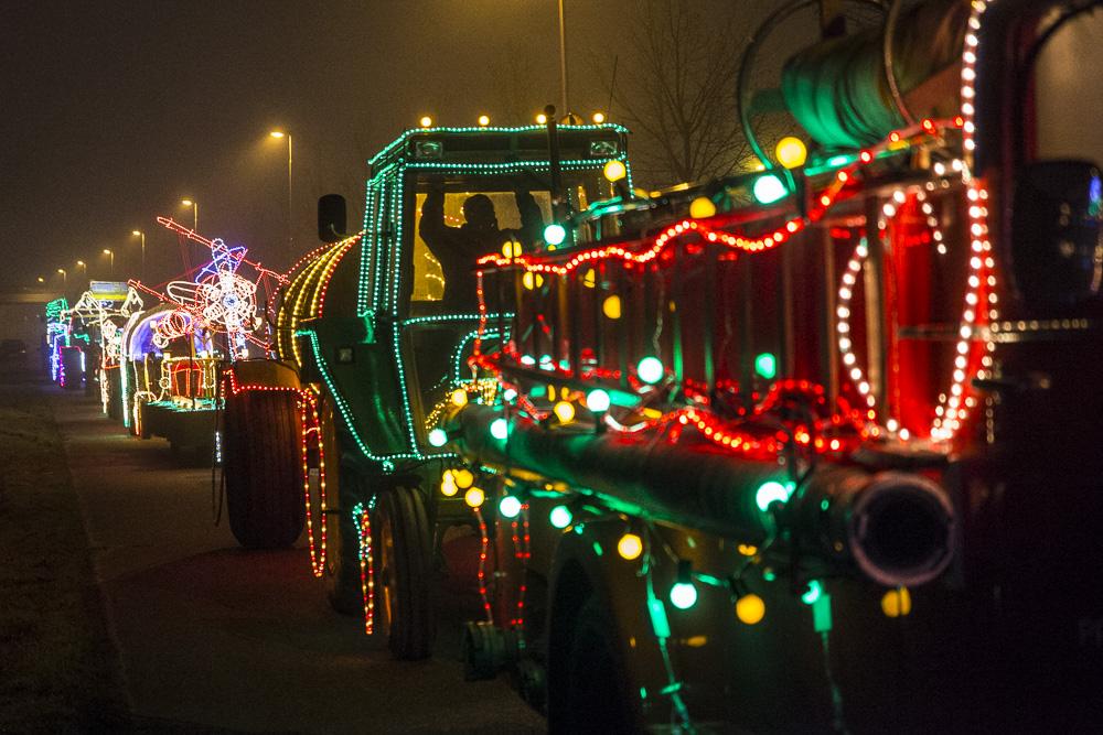 Prinsenbeek neemt vol gloed afscheid van 2016 met de sfeervolle lichtjestocht.
