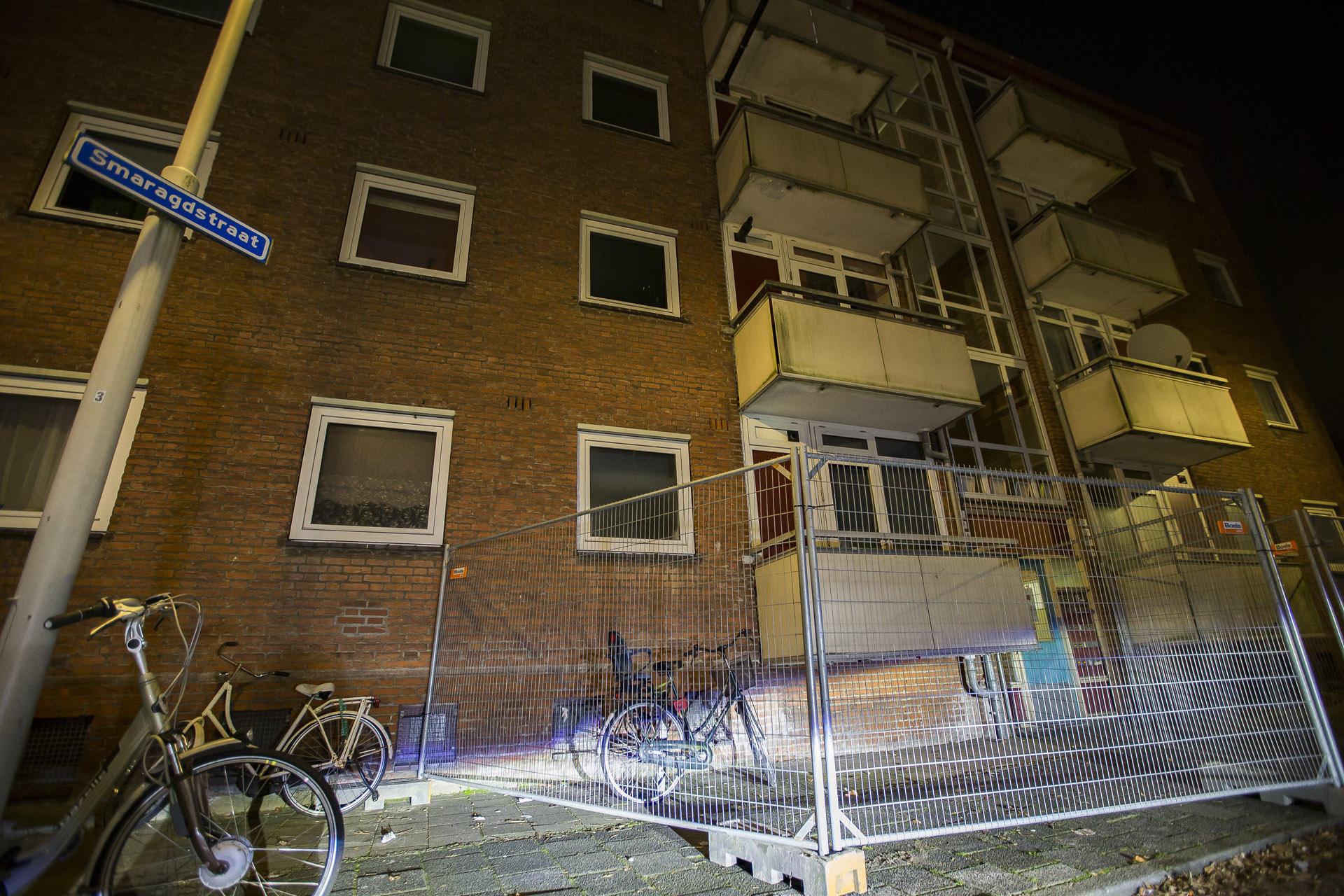 Balkons aan de Smaragdstraat in Breda zijn afgezet.