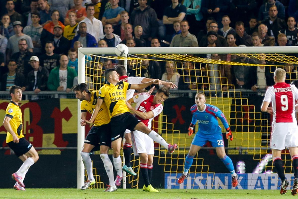 NAC verliest met 2-5 van Ajax. Perica scoort beide Bredase doelpunten.