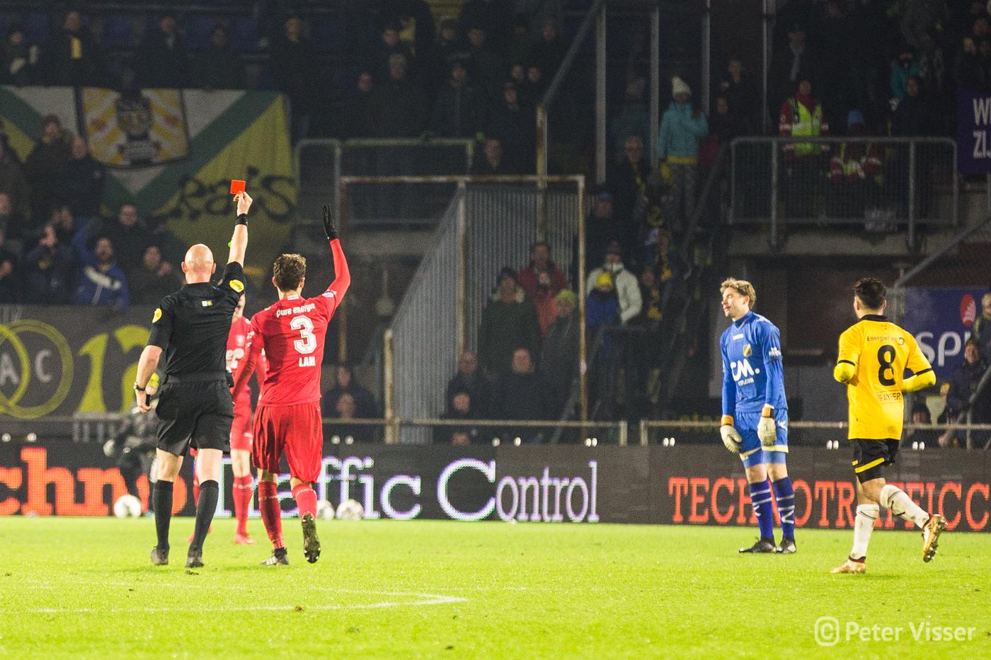 NAC heeft dinsdag 12 december met 1-2 verloren van FC Twente.