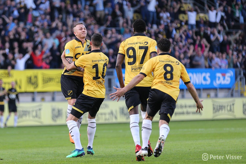 NAC heeft drie belangrijke punten behaald door met 1-0 te winnen van Vitesse. Angelino scoorde  in de eerste helft.