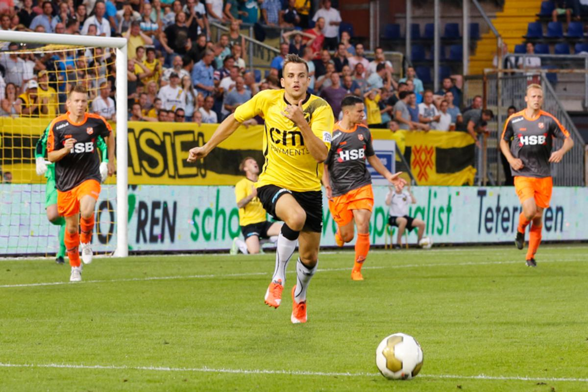 NAC gaat in de openingswedstrijd van de Jupiler League kansloos onderuit tegen FC Volendam: 1-4. Een vroege rode kaart (twee keer geel) voor Divine Naah doet NAC de das om.