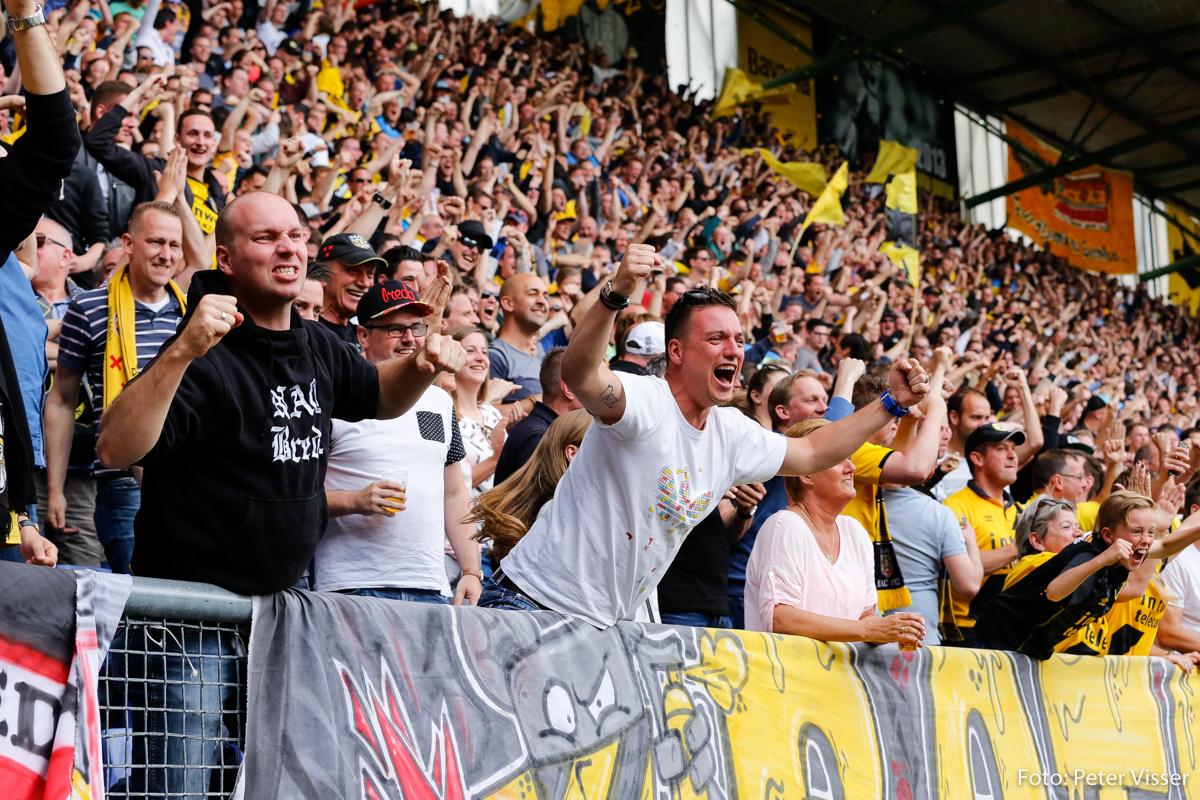NAC-fans vermaakten zich zondagmiddag prima tijdens de play-offwedstrijd tegen Volendam.