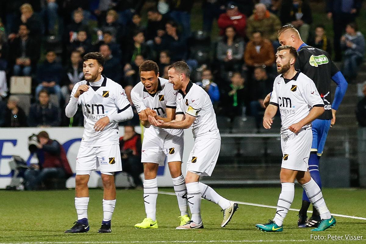 NAC wint met 0-4 bij koploper VVV. Het is de vierde overwinning op rij voor de Bredanaars.