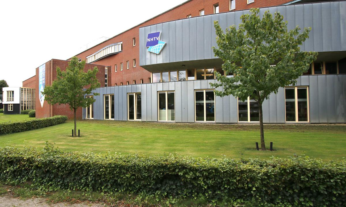 De hoofdvestiging van NHTV aan de Msg Hopmanstraat.