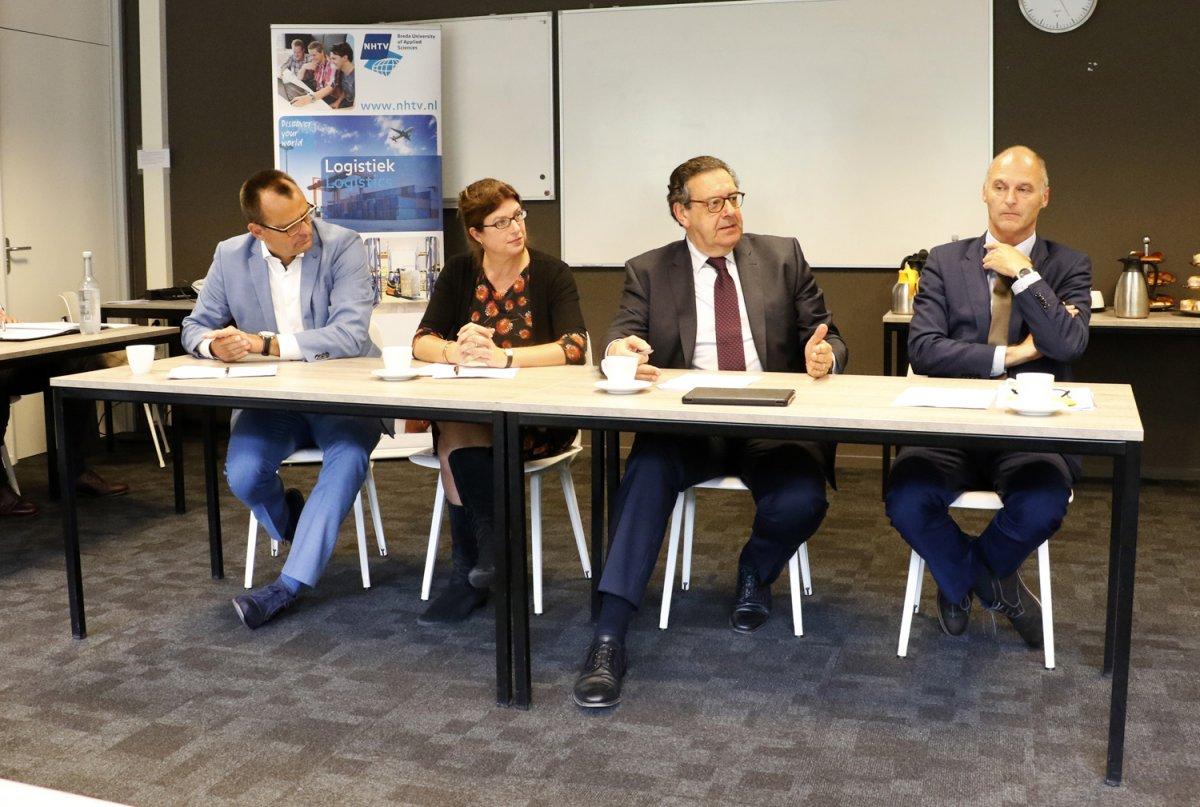 Jack Zagers, Miriam Haagh, Bert Pauli en Nico van Os tijdens de presentatie van Logistics Community Brabant bij NHTV.