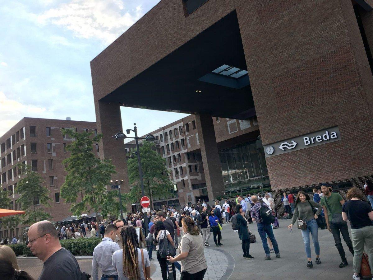 Na bijna drie uur blijkt bommelding op Station Breda vals (update)