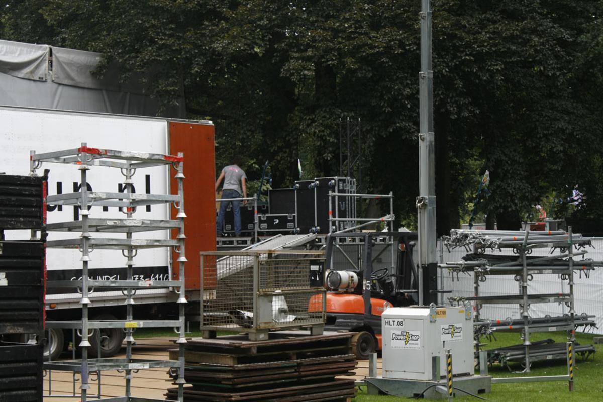 Breda Barst wordt opgebouwd in Park Valkenberg. Het festival vindt plaats op 15 en 16 september. foto Marcus Carlitz