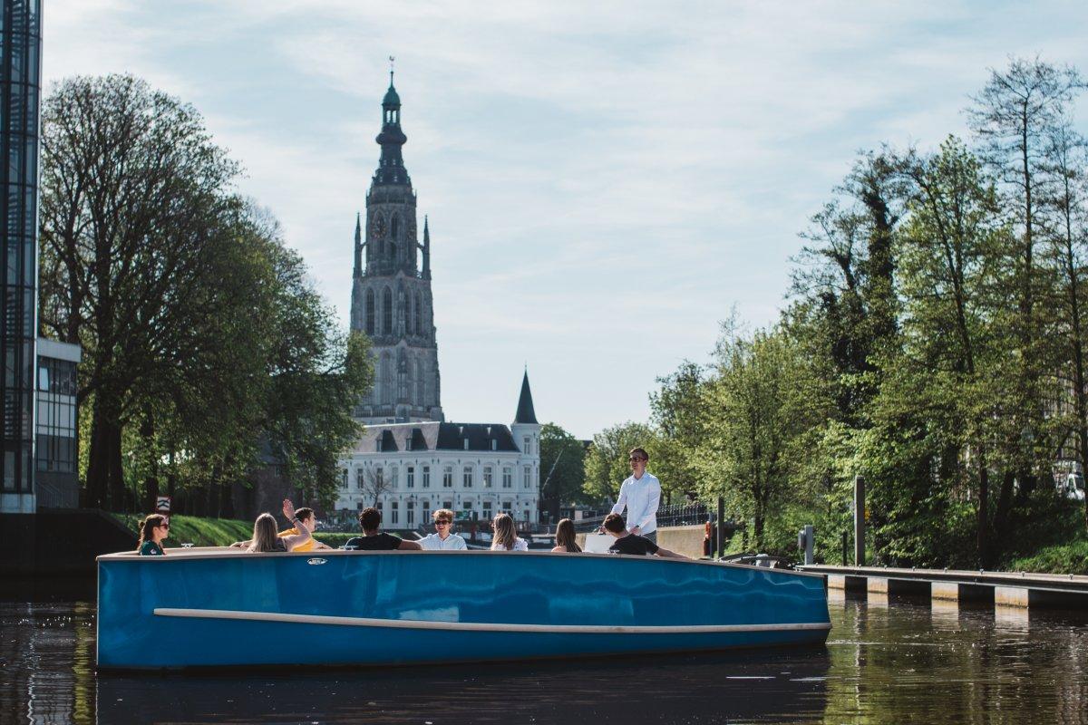 Primeur: Nieuw rondvaartbedrijf gaat met elektrische boten singels op