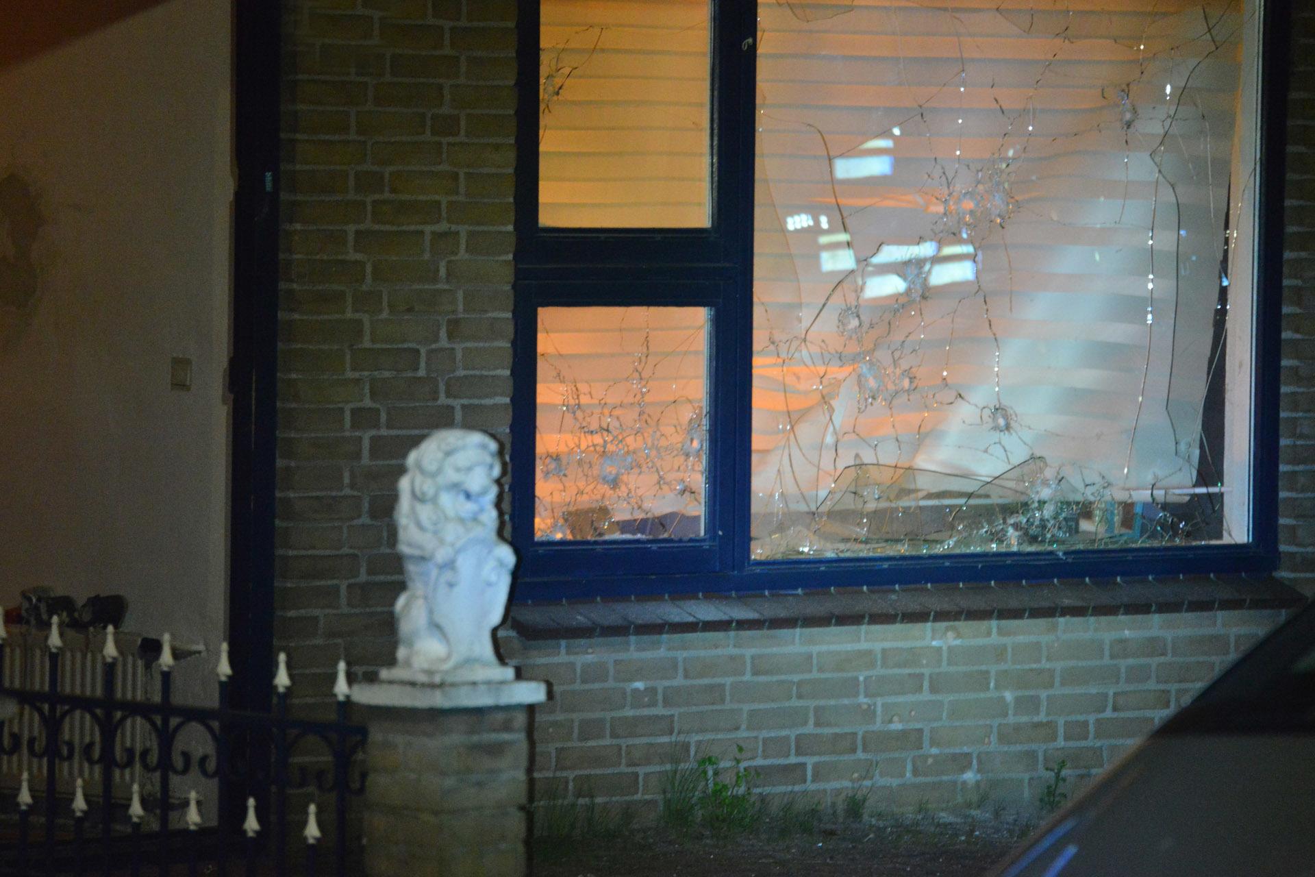 Met een explosief is maandagmorgen rond 3.30 uur veel schade aangericht bij een woning aan de Elzenbroek.
