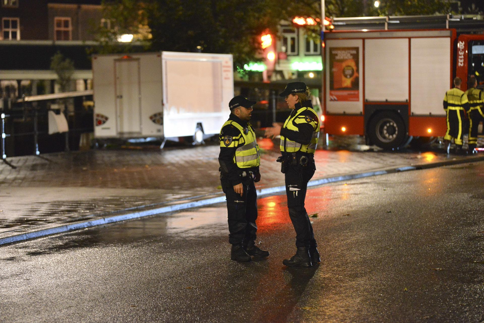 Een man is zwaargewond achtergelaten op de Nieuwe Prinsenkade nadat hij was aangereden.