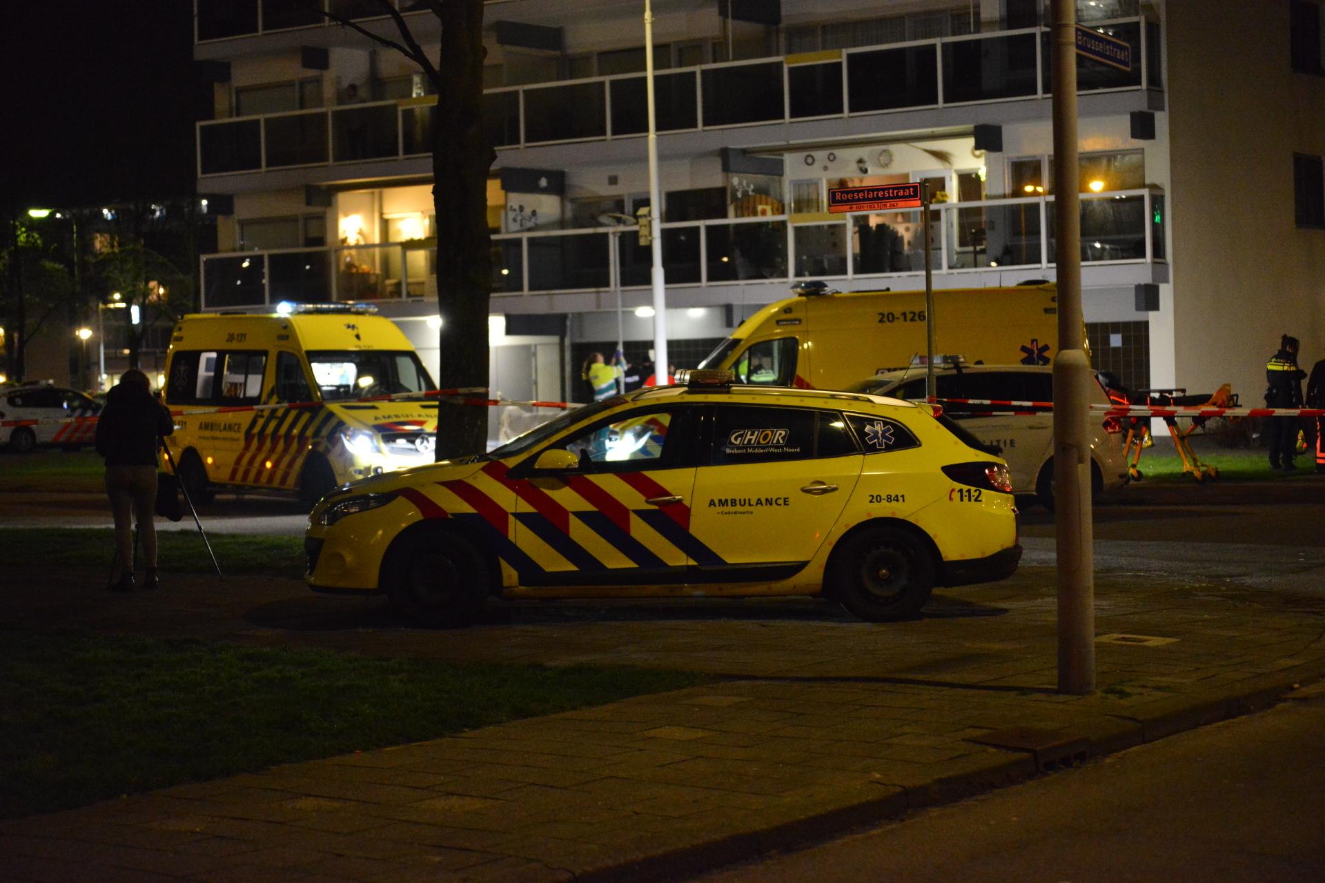 Een arrestatieteam is dinsdagmorgen 9 januari een flat aan de Roeselarestraat binnengevallen. Twee verdachten probeerden te vluchten, ze raakten daarbij gewond.