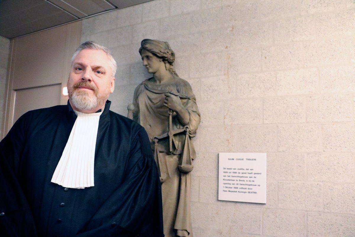 Strafrechtadvocaat Peter Schouten in de rechtbank.