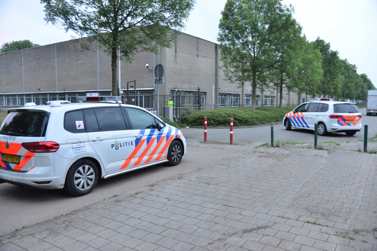 Politie rukt uit naar voormalige Philips-fabriek in Breda-Noord