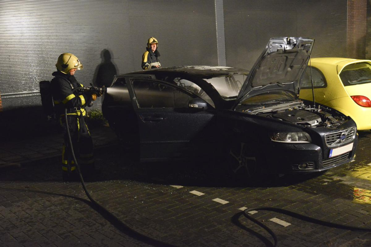 Autobrand Bisonstraat. foto Perry Roovers/SQ Vision